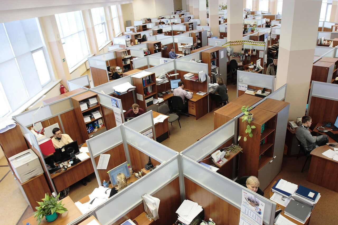 Rušná kancelář a přístroje mohou ve výsledku efektivitu práce snižovat
