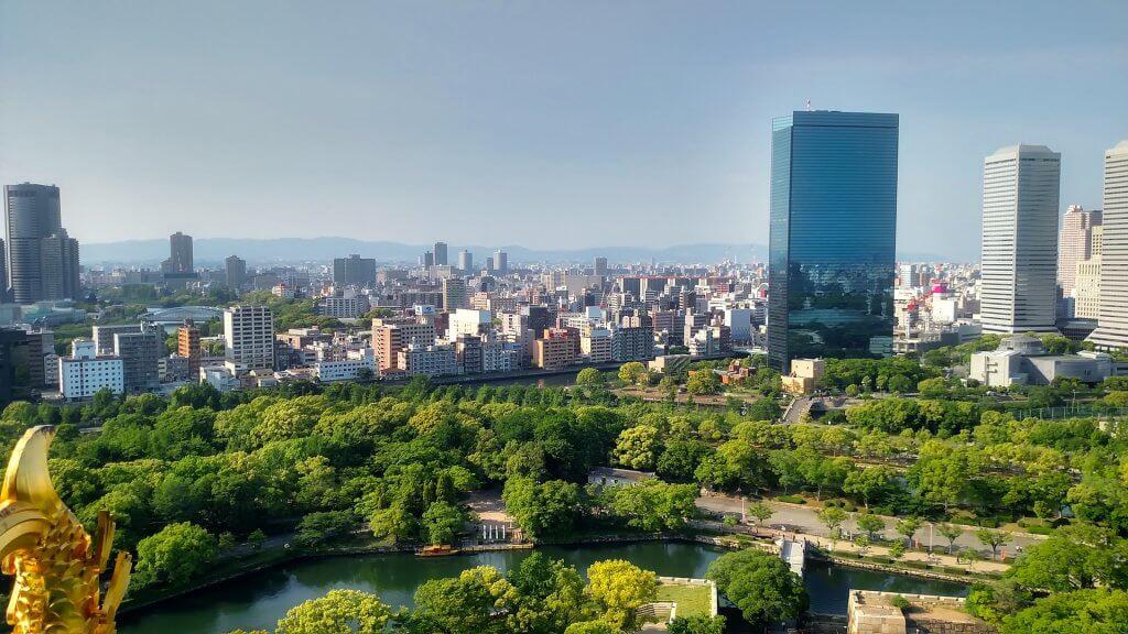 Panorama Ósaky s velkým parkem