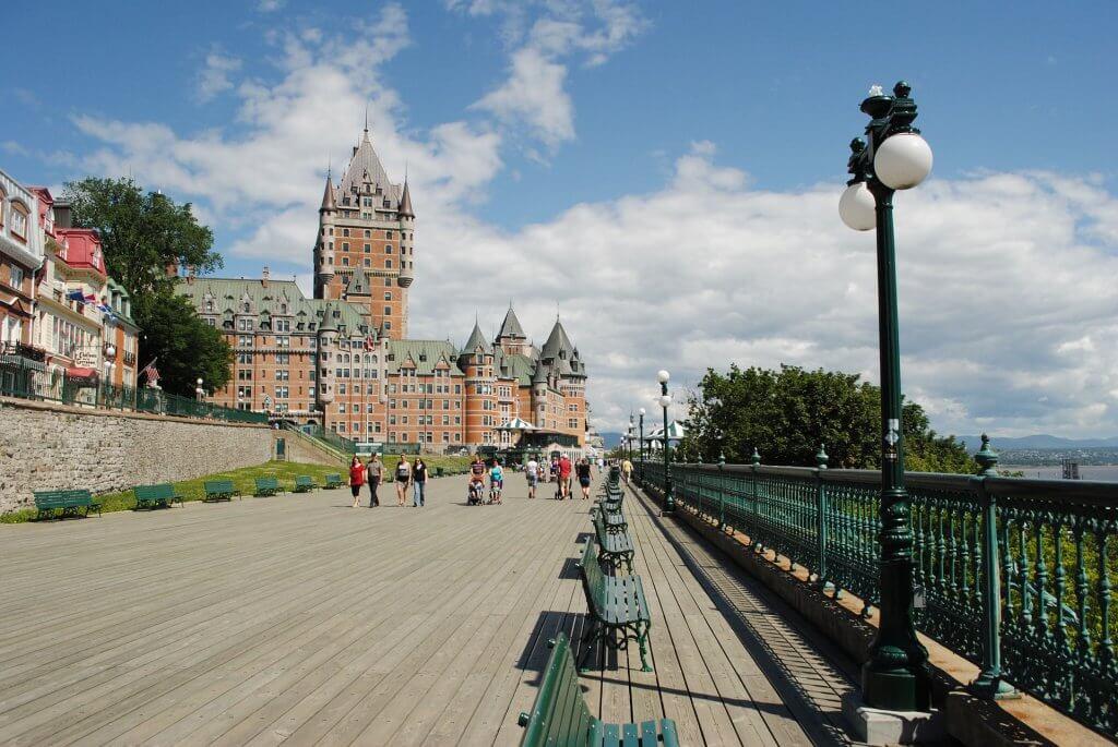 Promenáda na hradbách pod hradem v Québecu